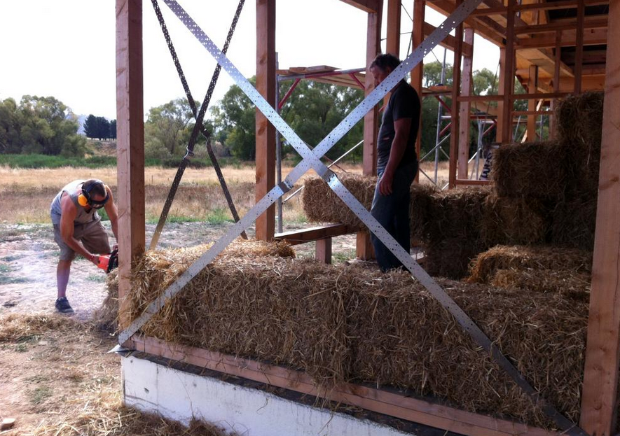 building queenstown straw bale